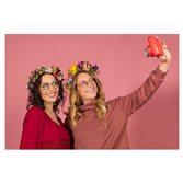Ça sent l'été chez MOU 🌺avec nos montures en titane rouge et bois de zebrano blanc 𝑺𝒂𝒈𝒂𝒓𝒓𝒂 et 𝑳𝒐𝒓𝒆𝒂 . . . Photo @studio_delion Mannequins @leasarasola @lisrsly Fleurs @rodolphetastes#lunettesdevue #opticien #optique #eyewear #woodenglasses #lunettesenbois #lunettesfemme #studiophotography #summervibes