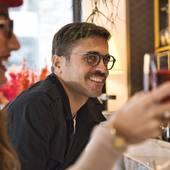 ☀️On finit la semaine avec le joli sourire d'Antoine 😁 et on vous souhaite un très bon #weekend ensoleillé à toutes et à tous 🤗😎 Antoine porte le modèle LUMA - LIGHT COLLECTION en bois de santal 🤓 #lunettesenbois faites à la main avec des bois issus de forêts contrôlées et gérées durablement 🌿🌳 Nos #lunettesdevue et nos #lunettesdesoleil sont disponibles sur moucompany.fr ou chez votre #opticien 🤓😎 ➡️ N'hésitez pas à nous contacter pour toutes questions sur nos #lunettes et nos #montres en #bois  📸 @clemlevet 📍 @hotelcosmopolitain#woodworking #woodcraft #nature #naturelovers #fabricationartisanale #lifestyle #modeecoresponsable #lifestyle #boismassif #opticiens #photography #smile #travel #naturel #biarritz #lunettespourtous #vision #wooddesign #accessoire #modeethique #travaildubois #faitmain #artisanat